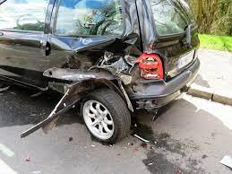 ¿Qué debes hacer si sufres un accidente de auto?
